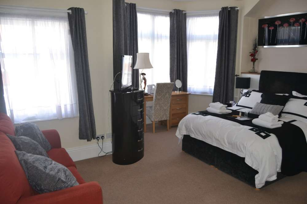 DELIGHTFUL GUEST HOUSE WITH 6 EN-SUITE BEDROOMS – Eastbourne, E.Sussex